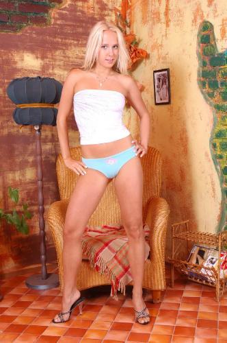 00016 Carla Cox-hq WetAndPuffy.com