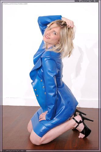 s06 - Blue suit