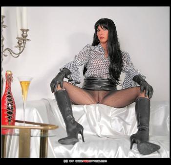 Mistress In Leather RedOptics.com