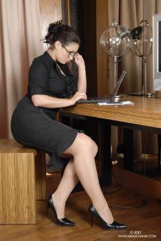 e09-02 Naughty Secretary AriaGiovanni.com