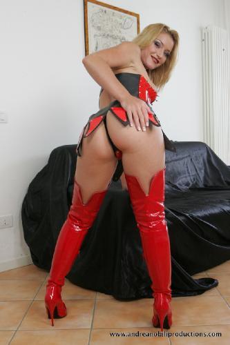 e11-26 - Camilla Jolie