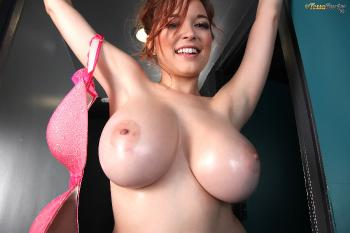 Tessa Fowler - Green Top Pink Bra - Set 3