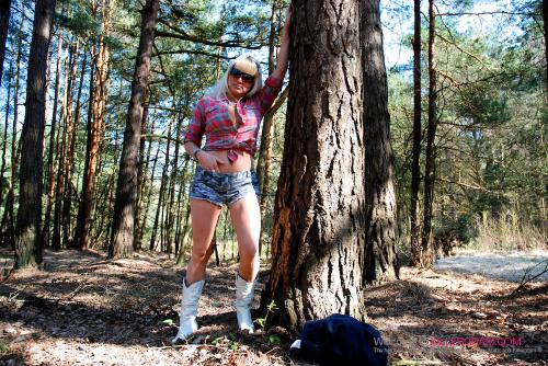 Jenna Destiny_Dogging In The Woods